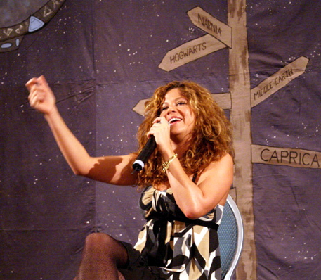 Luciana's solo Q&A at the 2007 Crossroads convention in Germany (photo by Jadda)