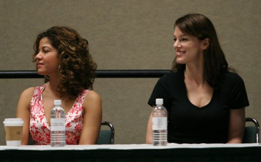 Luciana and Jen Halley at Megacon 2009